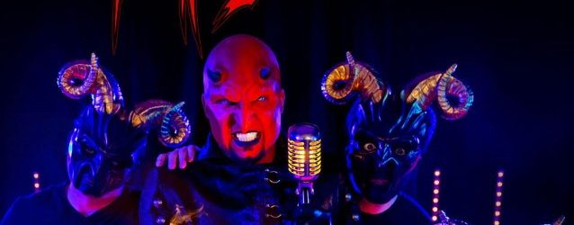 Ex-FIVE FINGER DEATH PUNCH Drummer JEREMY SPENCER's PSYCHOSEXUAL Performs Live For First Time (Video)